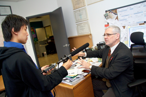 New York Times photojournalist Ed Ou interviews BC-CfE director Dr. Julio Montaner in January.